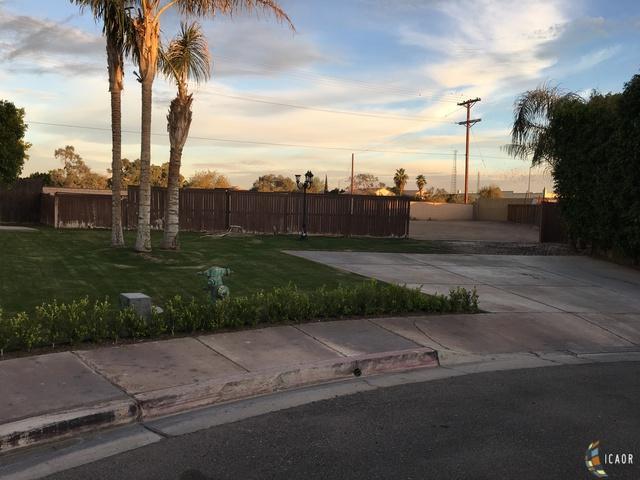 1098 Plata Dr -, Calexico, CA 92231 (MLS #19429450IC) :: DMA Real Estate