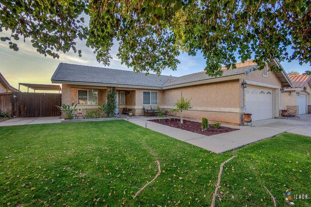 947 Santillan St, Brawley, CA 92227 (MLS #19433268IC) :: DMA Real Estate