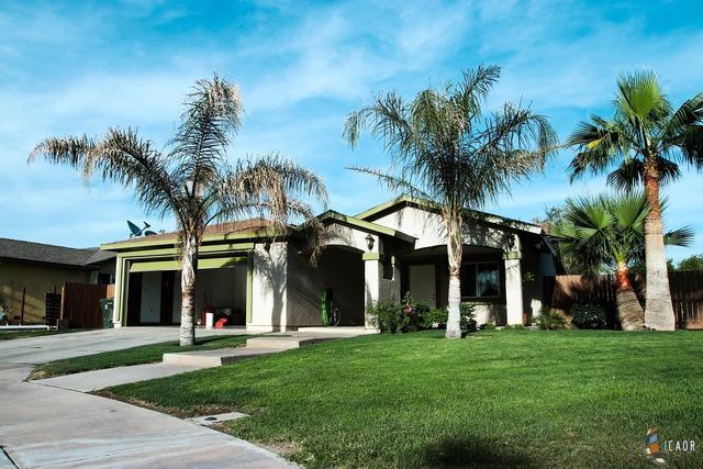 404 J Steppling Ave, Calexico, CA 92231 (MLS #19455036IC) :: DMA Real Estate