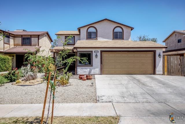 2230 W Holt Ave, El Centro, CA 92243 (MLS #19474284IC) :: DMA Real Estate