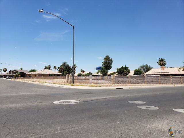 1205 Margarita St, Calexico, CA 92231 (MLS #19478050IC) :: DMA Real Estate