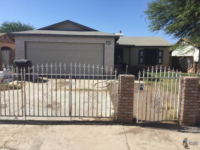 249 Aurora Dr, El Centro, CA 92243 (MLS #19499286IC) :: DMA Real Estate