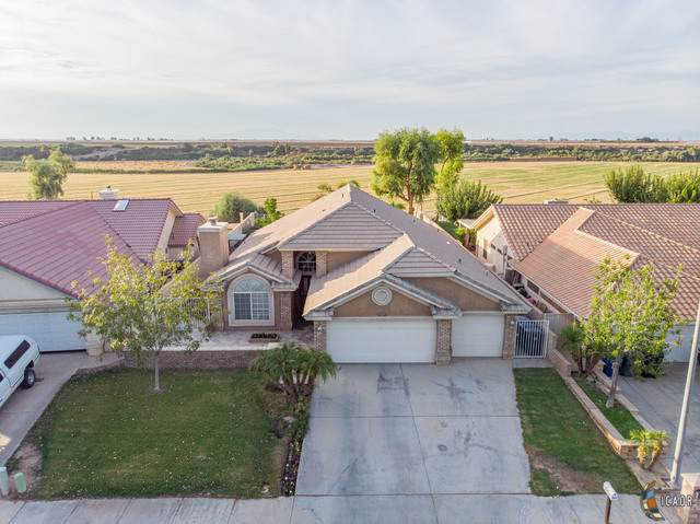 1011 Crest View Dr, Brawley, CA 92227 (MLS #19522472IC) :: DMA Real Estate