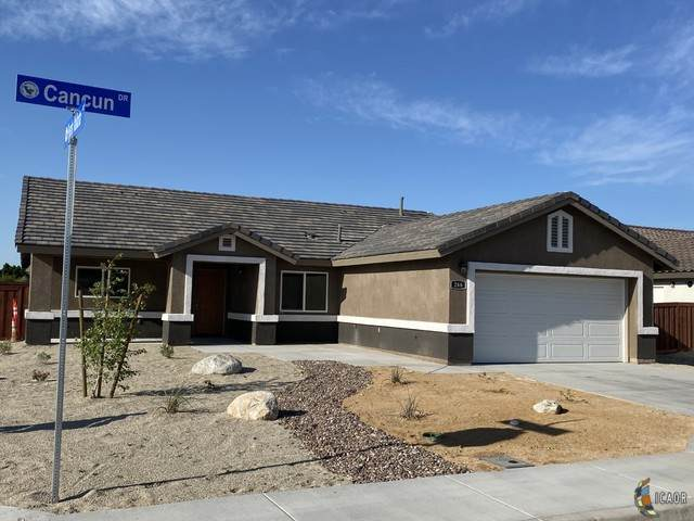266 W Cancun Dr, Imperial, CA 92251 (MLS #20568650IC) :: DMA Real Estate