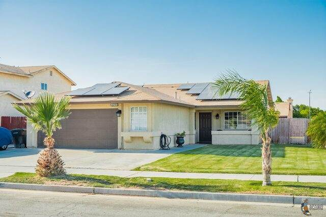 2370 W Brighton Ave, El Centro, CA 92243 (MLS #20579928IC) :: DMA Real Estate
