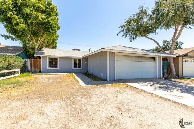 1025 W Hamilton Ave, El Centro, CA 92243 (MLS #20599252IC) :: DMA Real Estate