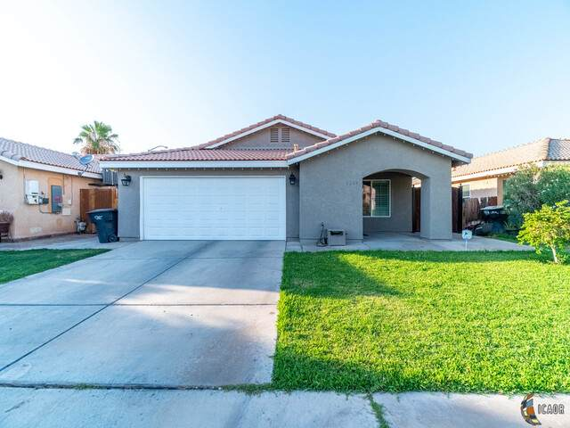1249 P And F Alvarado Dr, Calexico, CA 92231 (MLS #20600492IC) :: DMA Real Estate