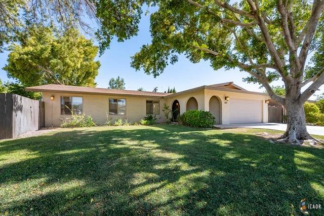 1271 Westwind Dr, El Centro, CA 92243 (MLS #20614244IC) :: DMA Real Estate