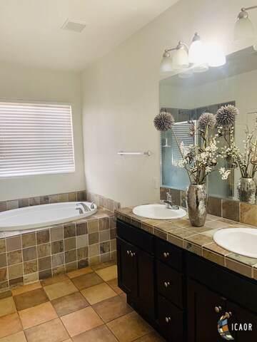 1365 Manuel A Ortiz Ave, El Centro, CA 92243 (MLS #20647722IC) :: DMA Real Estate