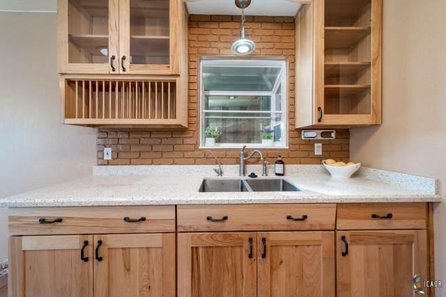 525 S Rio Vista Ave, Brawley, CA 92227 (MLS #20658344IC) :: DMA Real Estate