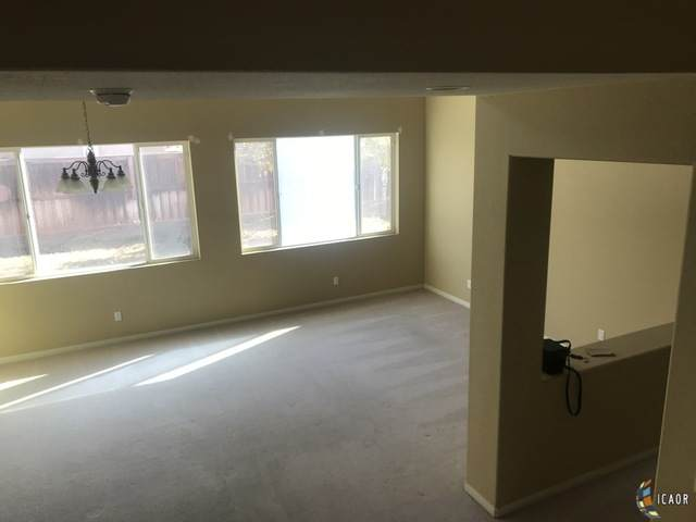 2648 Oasis St, Imperial, CA 92251 (MLS #21681032IC) :: DMA Real Estate