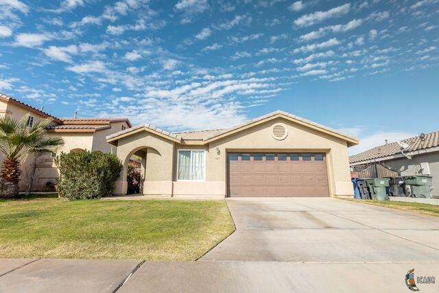 185 W Marina Ct, Imperial, CA 92251 (MLS #21681326IC) :: DMA Real Estate