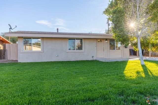 420 N El Cerrito Dr, Brawley, CA 92227 (MLS #21681994IC) :: DMA Real Estate
