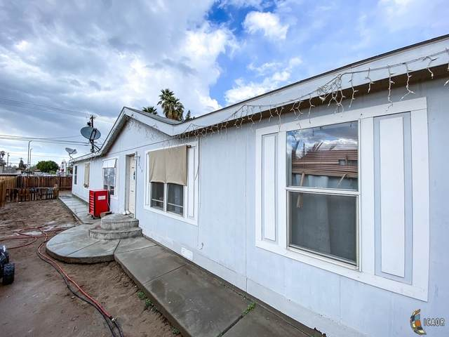 215 E 3rd St, Westmorland, CA 92281 (MLS #21700396IC) :: DMA Real Estate
