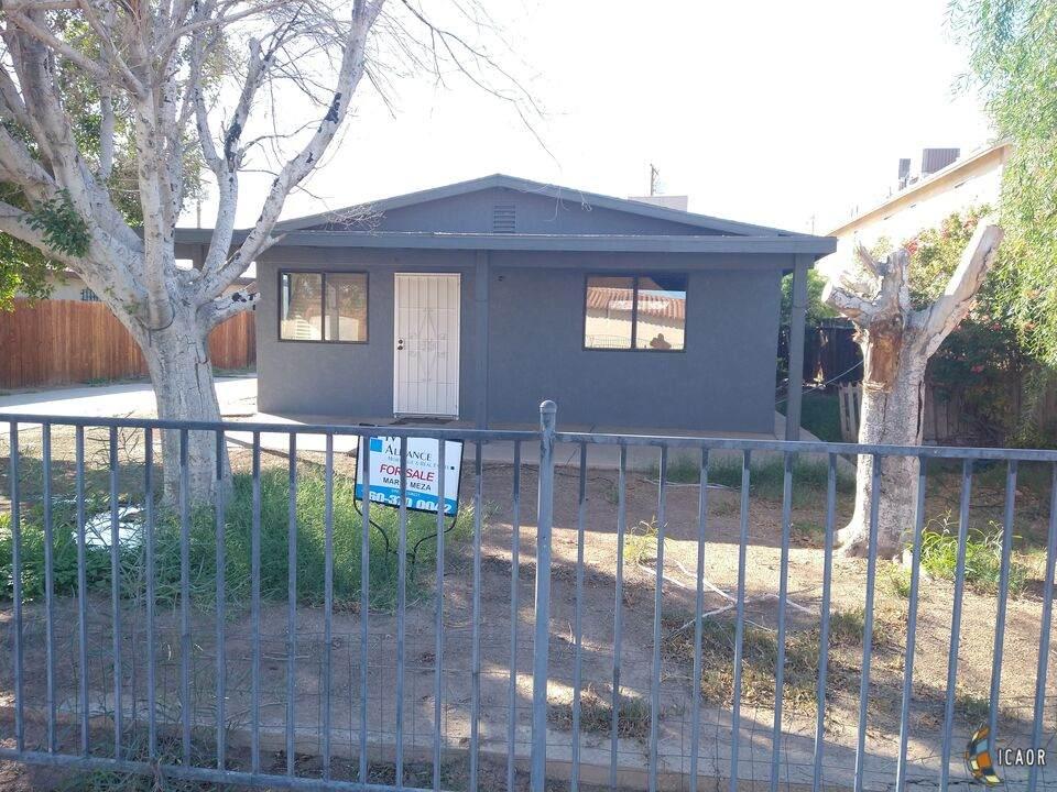 1019 Park Ave, El Centro, CA 92243 (MLS #21718758IC) :: DMA Real Estate