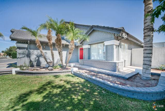 2499 Sandalwood Dr, El Centro, CA 92243 (MLS #21726846IC) :: Duflock & Associates Real Estate Inc.