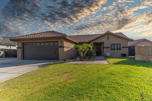 1901 Eisenhower Ave, Calexico, CA 92231 (MLS #21728796IC) :: Duflock & Associates Real Estate Inc.
