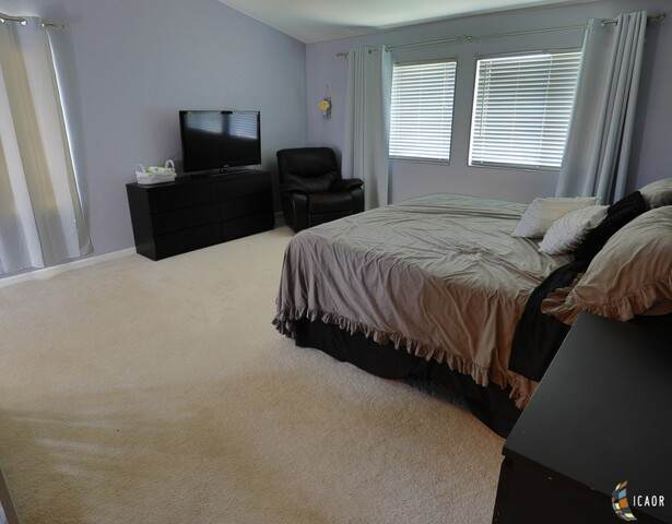 135 Quail Run Dr, El Centro, CA 92243 (MLS #21733386IC) :: Capital Real Estate