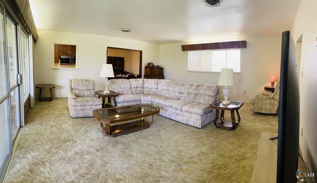 2105 Smoketree Ct, El Centro, CA 92243 (MLS #21745152IC) :: Duflock & Associates Real Estate Inc.