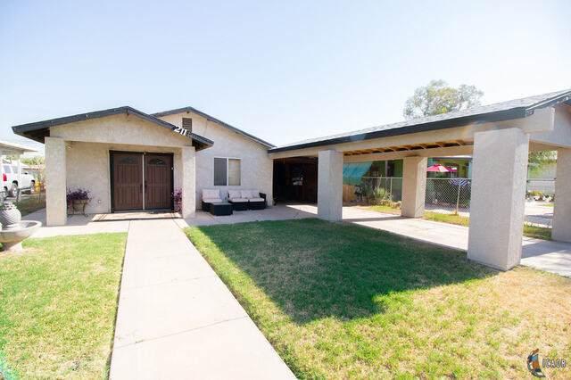 211 E Brighton Ave, El Centro, CA 92243 (MLS #21748642IC) :: Capital Real Estate