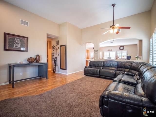 2325 Felipe Ave, Imperial, CA 92251 (MLS #21748830IC) :: Capital Real Estate