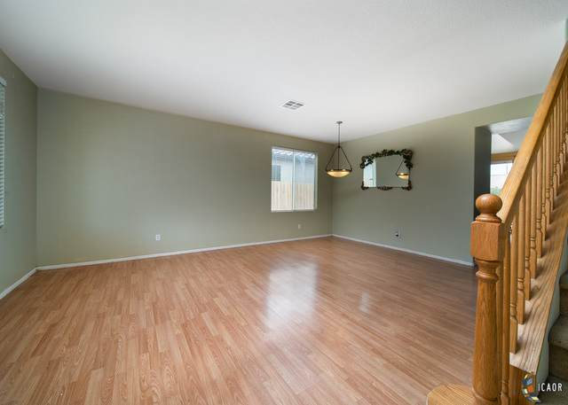 624 Silverwood St, Imperial, CA 92251 (MLS #21750952IC) :: Capital Real Estate