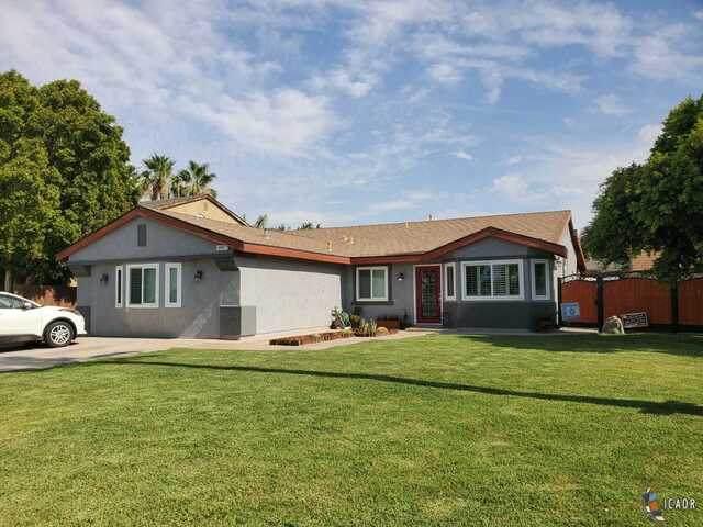 1056 Desert View St, Calexico, CA 92231 (MLS #21752206IC) :: DMA Real Estate