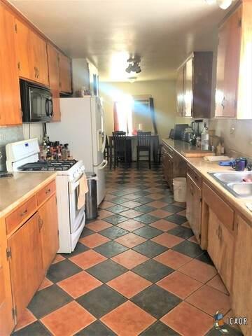 186 W Holt Ave, El Centro, CA 92243 (MLS #21764866IC) :: Duflock & Associates Real Estate Inc.