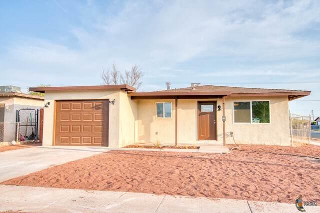 413 E Brighton Ave, El Centro, CA 92243 (MLS #21765320IC) :: Capital Real Estate