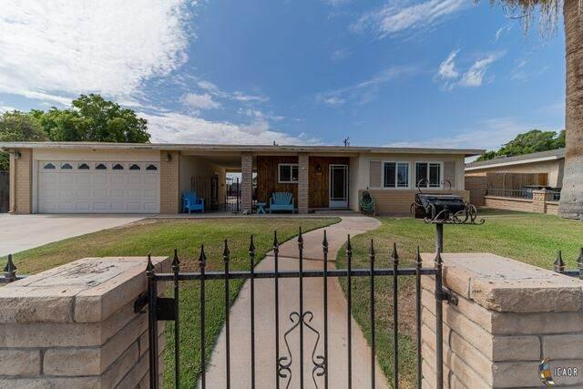 476 W Magnolia St, Brawley, CA 92227 (MLS #21765696IC) :: Capital Real Estate