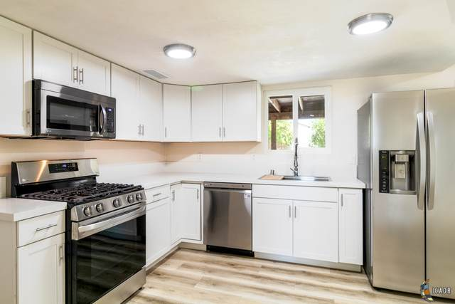 1030 Ridge Park Dr, Brawley, CA 92227 (MLS #21769460IC) :: DMA Real Estate