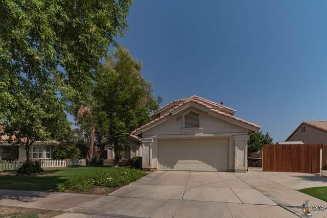 2442 Sandalwood Dr, El Centro, CA 92243 (MLS #21774550IC) :: DMA Real Estate