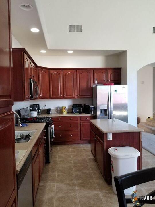 2858 Ross Ave, El Centro, CA 92243 (MLS #21784484IC) :: Duflock & Associates Real Estate Inc.