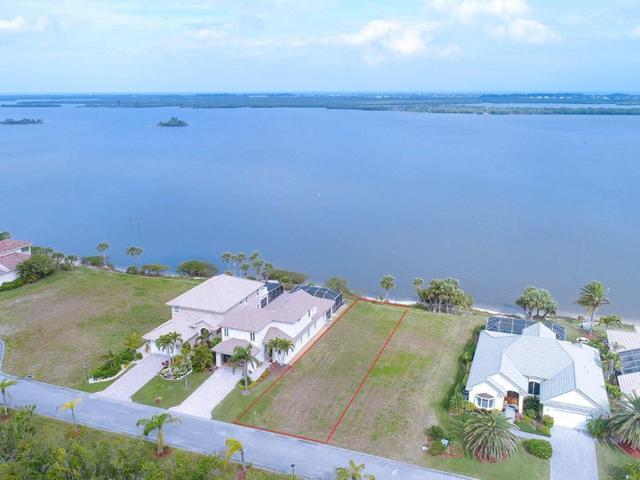 9640 Riverside Drive, Sebastian, FL 32958 (MLS #199235) :: Billero & Billero Properties