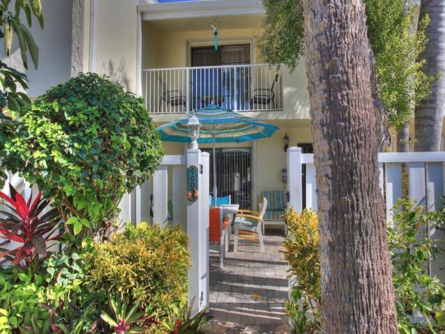 4007 Silver Palm Drive #2, Vero Beach, FL 32963 (#214812) :: The Reynolds Team/Treasure Coast Sotheby's International Realty