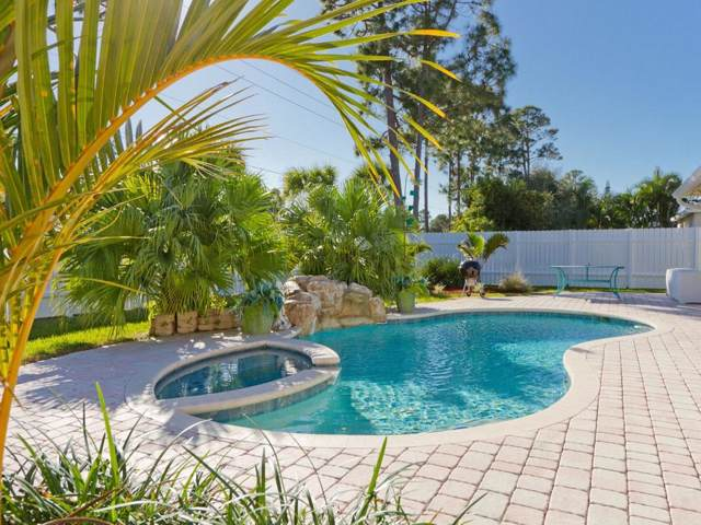2315 4th Lane SW, Vero Beach, FL 32962 (#229310) :: The Reynolds Team/ONE Sotheby's International Realty