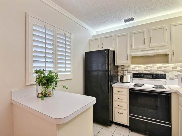 9 Vista Palm Lane #102, Vero Beach, FL 32962 (MLS #233543) :: Team Provancher | Dale Sorensen Real Estate