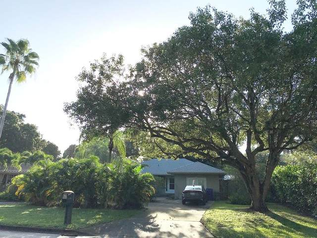 725 Royal Palm Place, Vero Beach, FL 32960 (MLS #237111) :: Team Provancher | Dale Sorensen Real Estate