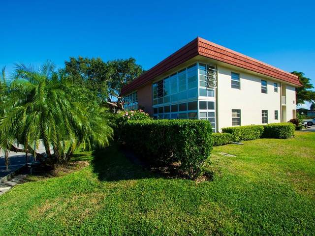 8 Vista Palm Lane #207, Vero Beach, FL 32962 (MLS #239687) :: Team Provancher | Dale Sorensen Real Estate