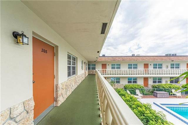 923 22nd Place #208, Vero Beach, FL 32960 (#240036) :: The Reynolds Team/ONE Sotheby's International Realty