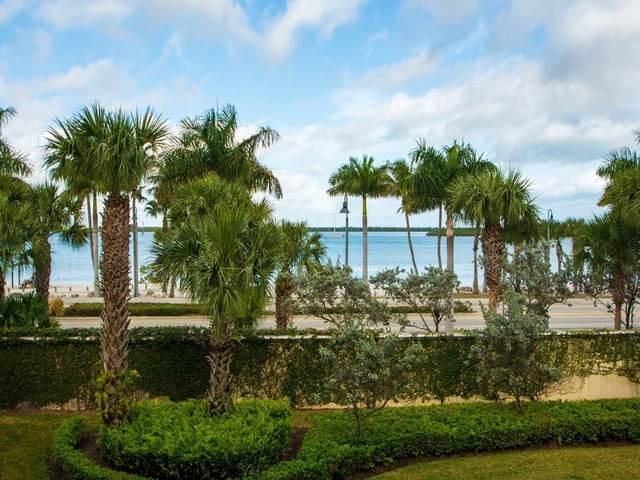 35 Harbour Isle Drive #206, Fort Pierce, FL 34949 (MLS #240513) :: Team Provancher | Dale Sorensen Real Estate