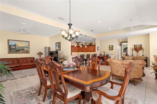 504 7th Square #201, Vero Beach, FL 32962 (MLS #237007) :: Team Provancher | Dale Sorensen Real Estate