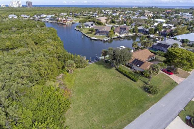 38 Sovereign Way, Hutchinson Island, FL 34949 (#213418) :: The Reynolds Team/Treasure Coast Sotheby's International Realty