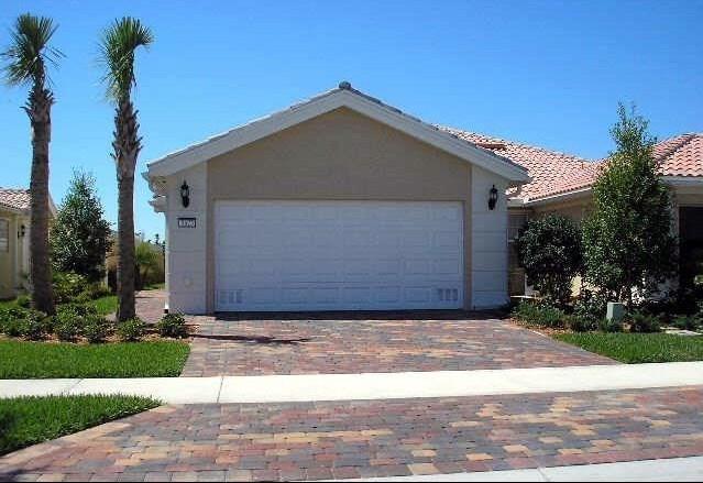 5675 Dominica Street, Vero Beach, FL 32967 (MLS #203530) :: Billero & Billero Properties