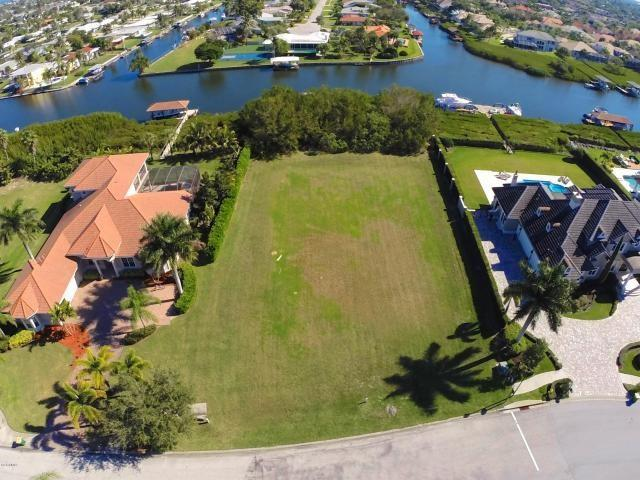 248 Lansing Island Drive, Indian Harbour Beach, FL 32937 (MLS #208234) :: Billero & Billero Properties