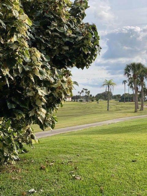 64 Woodland Drive #106, Vero Beach, FL 32962 (MLS #239667) :: Team Provancher | Dale Sorensen Real Estate