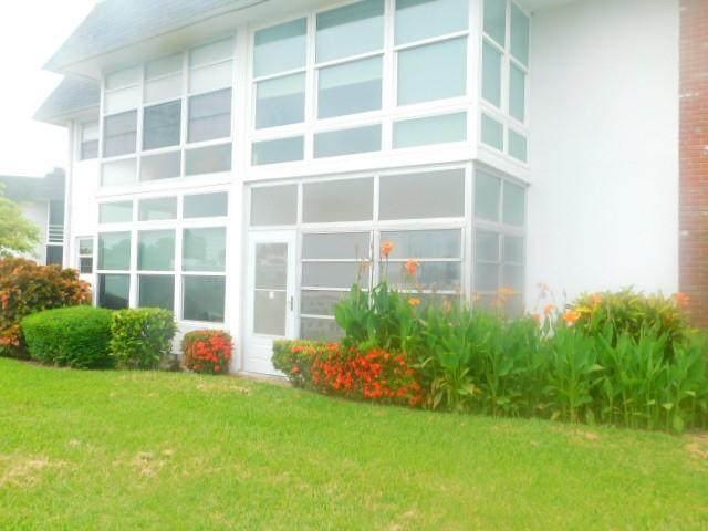 2800 Indian River Boulevard D2, Vero Beach, FL 32960 (MLS #246101) :: Team Provancher | Dale Sorensen Real Estate