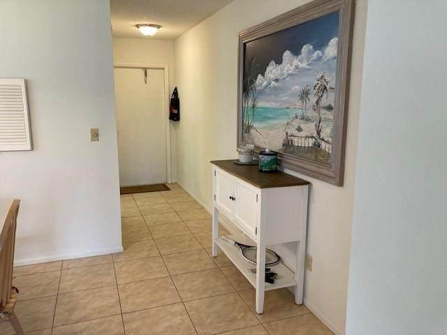 49 Woodland Drive #101, Vero Beach, FL 32962 (#247394) :: The Reynolds Team | Compass