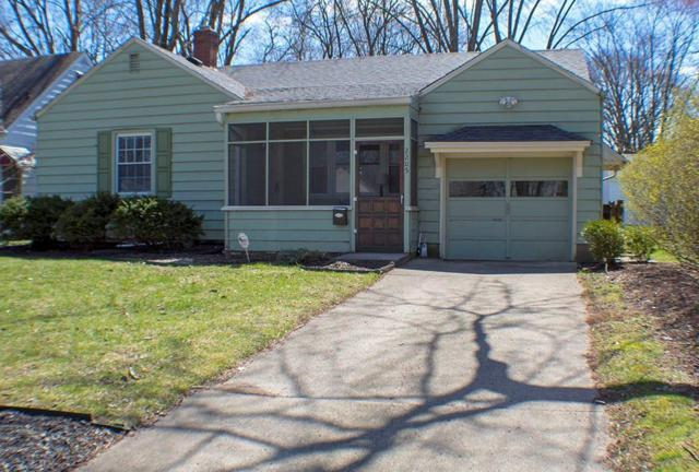 2205 E 57th Street, Indianapolis, IN 46220 (MLS #21555089) :: RE/MAX Ability Plus