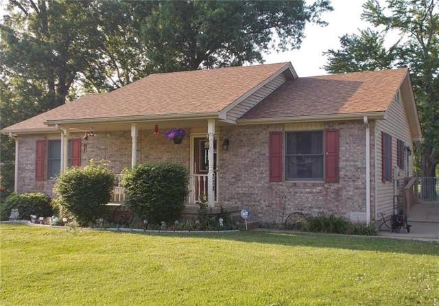 228 White Street, North Vernon, IN 47265 (MLS #21568342) :: The ORR Home Selling Team